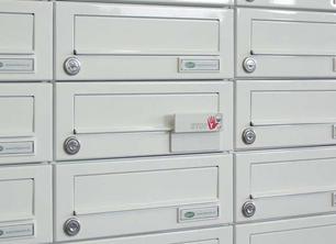 Briefkastenanlagen und Briefkästen für Türseitenteile von allebacker-Schulte