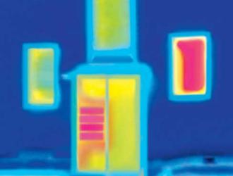Thermographie eines nicht isolierten Briefkastens im Türseitenteil