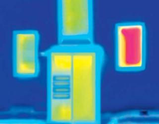 Thermographie eines isolierten Briefkastens im Türseitenteil - die Verbesserung ist klar zu erkennen
